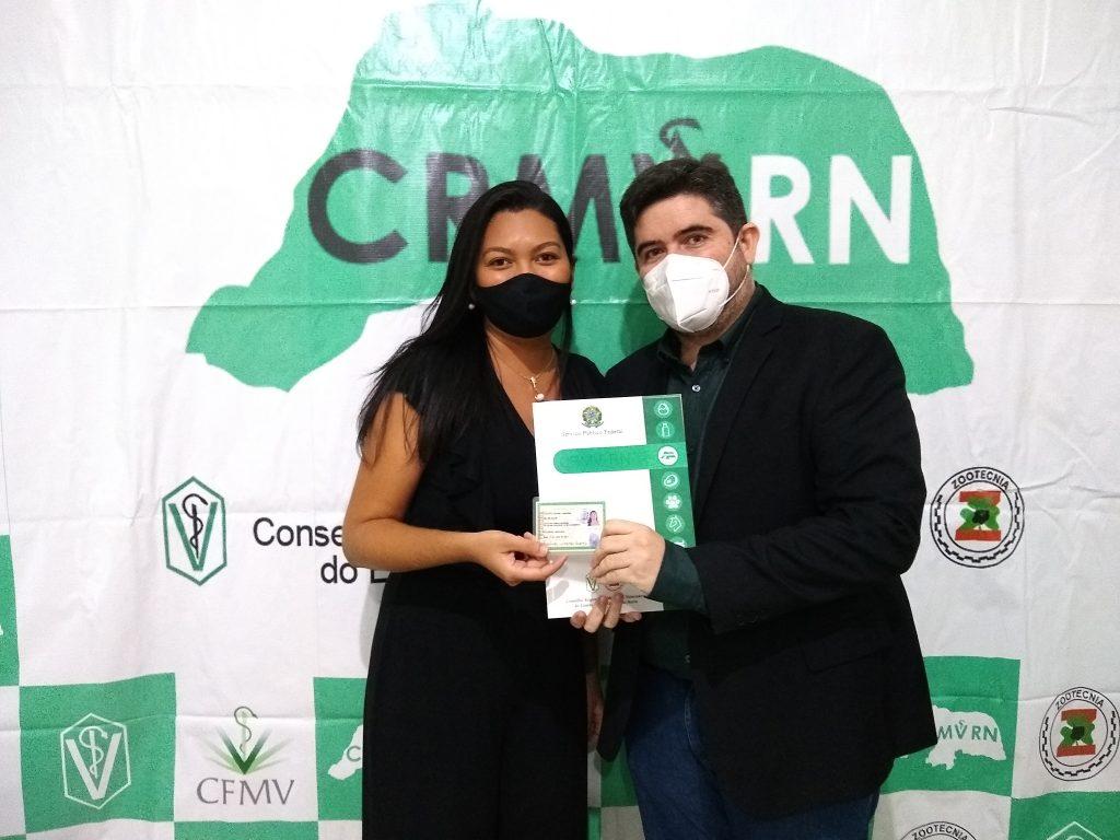 CRMV-RN entrega carteiras de identidade profissional a novos inscritos